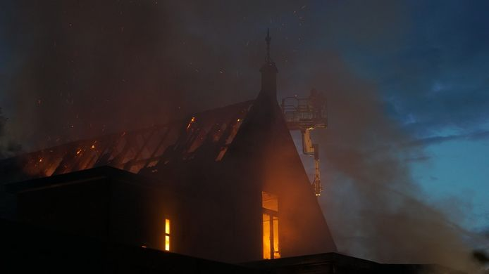 Brand in De Vier Seizoenen in Twello.
