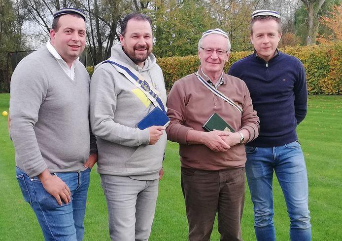 Jos Vermeiren, Lieven Van Medegael, Axel Abbeloos en Karel Uyttersprot blazen de studenclub naar aanleiding van de verjaardag nieuw leven in.