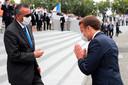 President Macron betuigt zijn dank aan Tedros Adhanom Ghebreyesus, directeur-generaal van de WHO.