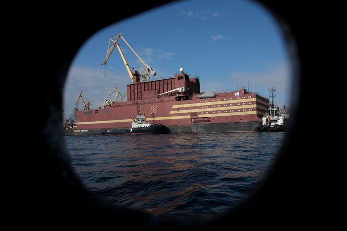Het schip Akademik Lomonosov verlaat zijn werf in Sint-Petersburg.