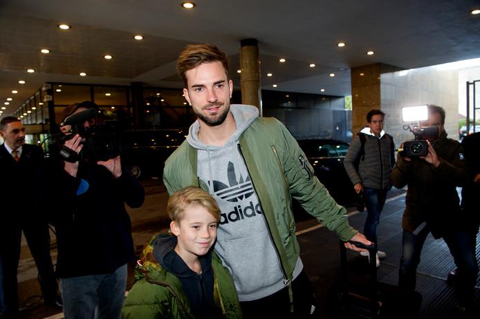 Davy Pröpper met een jonge fan.