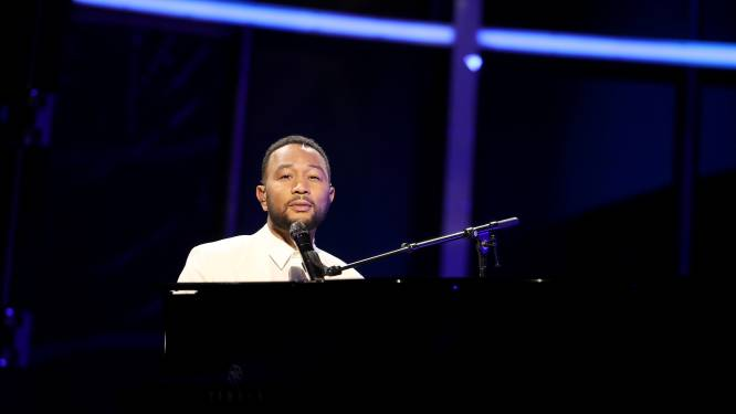 John Legend draagt emotioneel optreden Billboard Music Awards op aan Chrissy Teigen