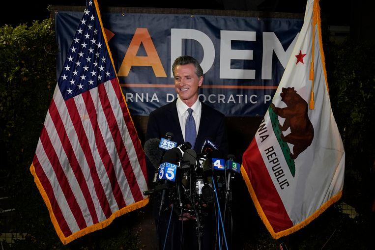 Gouverneur Gavin Newsom tijdens een persconferentie over de resultaten. Beeld AP