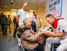 Nagels lakken en pannenkoeken eten tijdens de ziekenhuisstaking in Rotterdam
