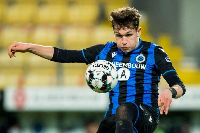 Thibo Baeten in actie voor Club NXT, het hoogste jeugdteam van Club Brugge,  tegen SK Lommel op het tweede niveau van België.