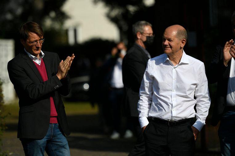 De SPD van Olaf Scholz (rechts) gaat aan kop in de peilingen.  Beeld AFP