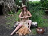 Lucia (32) leeft als jager en verzamelaar