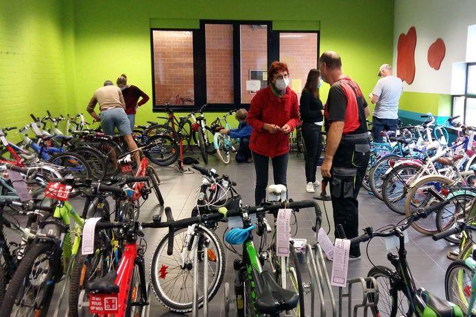 Lokale fietshandelaars controleren deze week de fietsen van de schoolgaande jeugd in Lede.