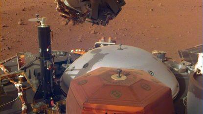 Marslander InSight zet eerste meetinstrument op rode planeet neer