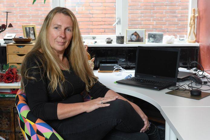 Marloes Olde Hampsink, werkzaam als wijkcoach in Enschede,  is met twee collega's sociaal werker van het jaar 2020.
