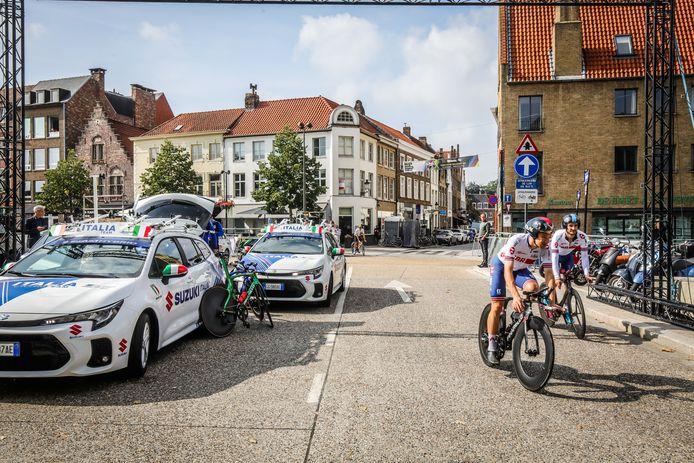 De eerste renners zijn al gespot op het parcours, hier onder andere de Italianen.