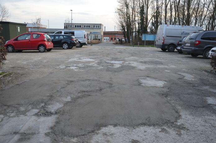 Grote putten werden dichtgemaakt op de kleine Mallaardparking in Ninove, maar op een volledige heraanleg is het nog wachten.