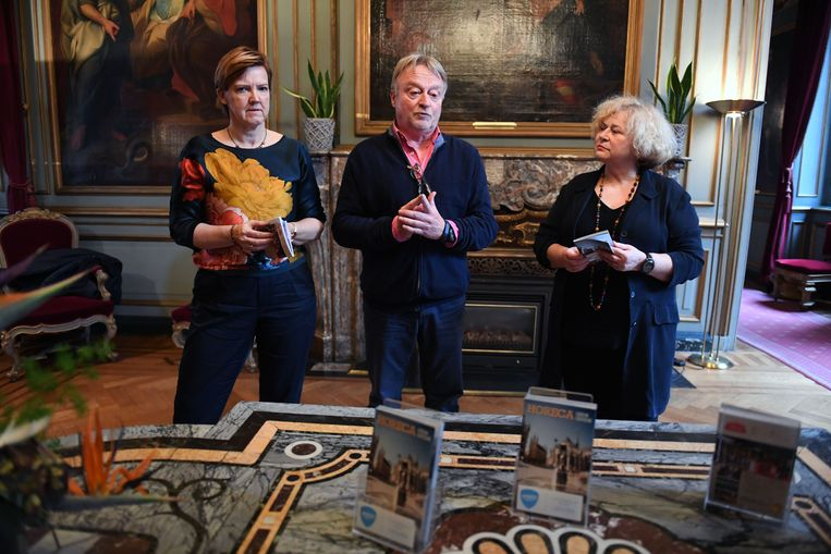 Els Van Hoof, Danny Justens en Denise Vandevoort zijn trots op de nieuwe Horecagids Leuven.