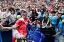Gehuld in de Deense vlag neemt Caroline Wozniacki na haar nederlaag afscheid in Melbourne.