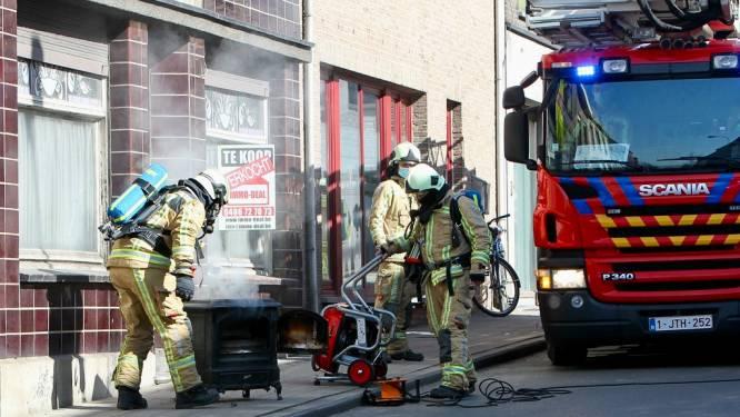 Kachel aansteken gaat fout: voormalig café vol rook en straat afgesloten