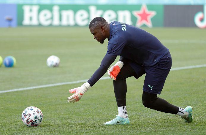 Yvon Mvogo bij de nationale ploeg van Zwitserland.