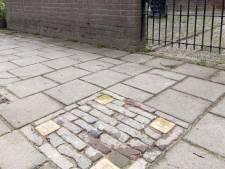 Vier 'struikelsteentjes' aan de Annastraat in Hengelo, ter nagedachtenis aan het gezin Menko