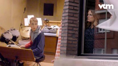 'Boze buurvrouw' Ruth Beeckmans verrast Jen in 'The Voice Kids'