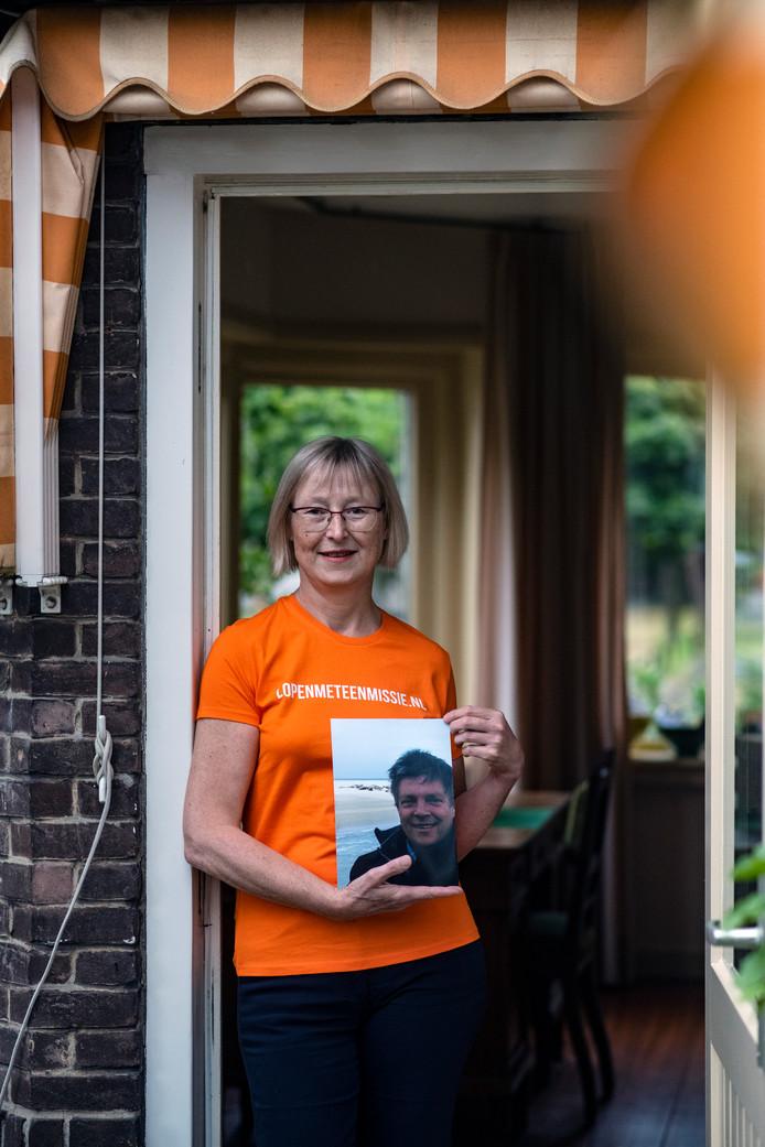 Linda Koster probeert zo veel mogelijk geld te verzamelen voor onderzoek naar alvleesklierkanker. Haar man Henk overleed vorig jaar oktober aan die ziekte.