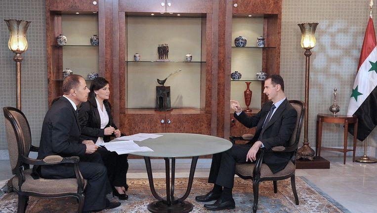 Assad (r) tijdens het interview. Beeld epa