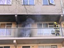 Brand bij voordeur flatwoning Horstacker mogelijk aangestoken: bewoner tijdig in veiligheid