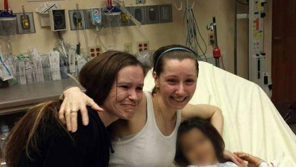 Amanda Berry (midden) met haar zus (links) en dochter (rechts).