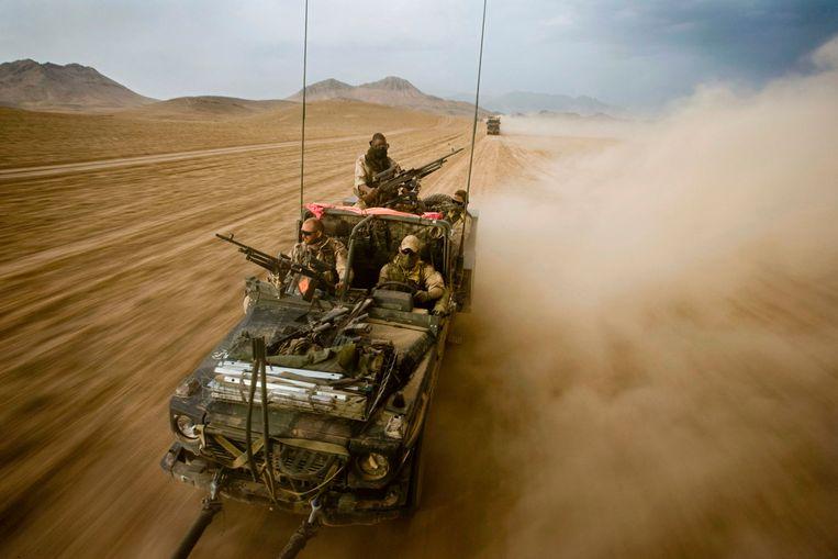Nederlandse troepen ten zuiden van Chora richting Tarin Kowt, Uruzgan.  Beeld Audiovisuele Dienst Defensie