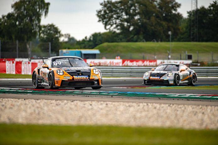 Dylan Derdaele op weg naar twee tweede plaatsen in Assen, waardoor de man uit Lommel ex-aequo leider in het kampioenschap van Porsche wordt.