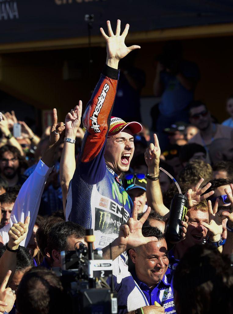 Vijf punten, dat was het verschil uiteindelijk in het eindklassement tussen deze Lorenzo en Rossi Beeld AFP