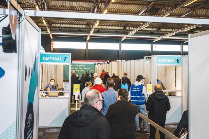 Het vaccinatiecentrum van Gent in Flanders Expo.