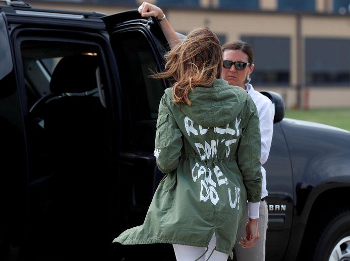 """Melania Trump in haar Zara-jas met opschrift """"I Really Don't Care. Do U?"""""""