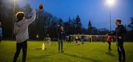 Waterpoloërs op een voetbalveld? SV Orderbos stelt sportpark open voor Apeldoornse clubs in nood