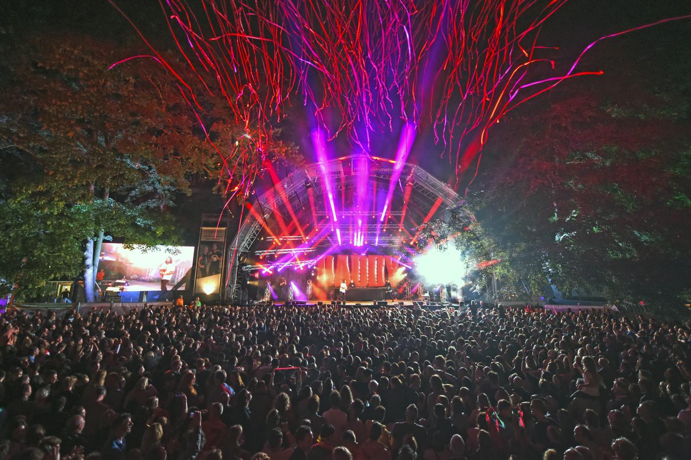 Kraantje Pappie zet het Oosterhoutse Slotpark op zijn kop tijdens de laatste editie van het Parkfeest in juni 2019.