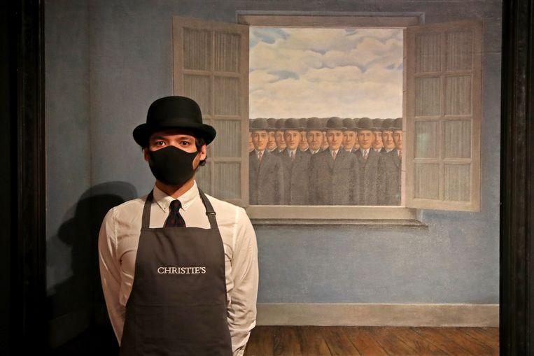 Onlineveiling van René Magrittes Le mois des vendanges, 16 maart 2021 bij Christie's in Londen. Beeld Getty