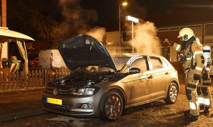 In Den Bosch is woensdagavond laat een auto in vlammen op gegaan