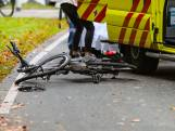 Fietsende moeder zwaargewond bij aanrijding in Apeldoorn