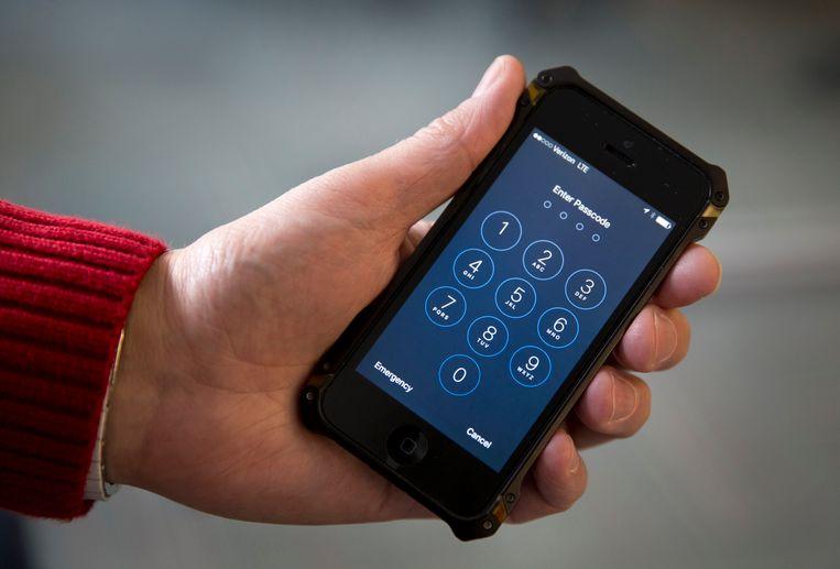 """FBI noemt Apple """"eikels"""" omdat iPhones zo moeilijk te kraken zijn"""