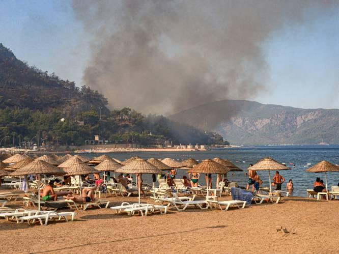 """OVERZICHT. Verschroeiende hittegolven en bosbranden teisteren Zuid-Europese vakantielanden: """"Zelfs de zee is te warm om verkoeling te vinden"""""""