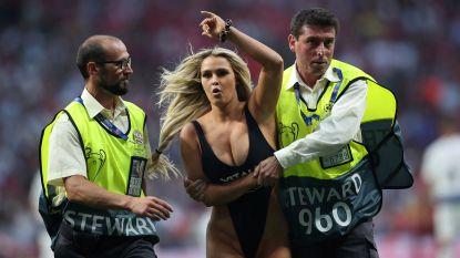 Schaars geklede blondine zorgt voor gegniffel op tribunes tijdens CL-finale