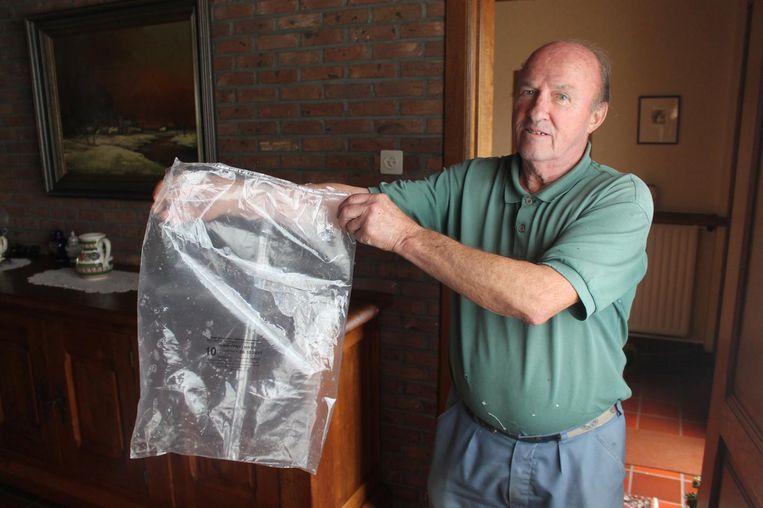 Maurice Cobbaert met de lege zak waar de 'gedumpte' frieten inzaten.