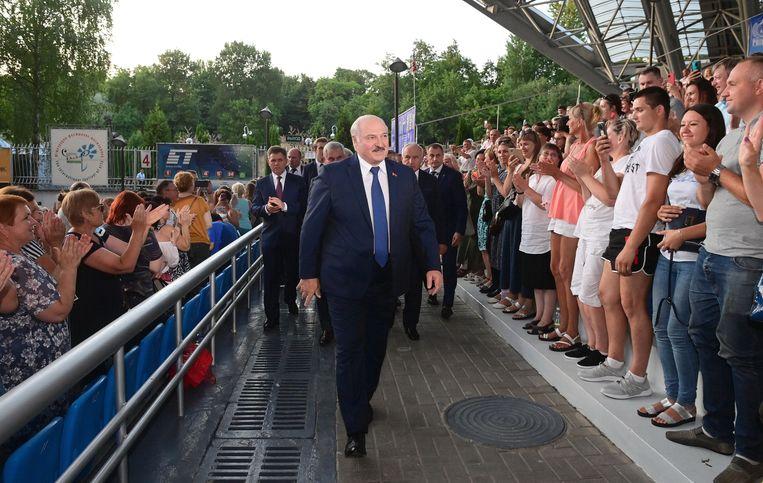 De Belarussische president Aleksandr Loekasjenko bij de opening van een festival  in Vitebsk, begin juli. Beeld Andrei Stasevich/TASS
