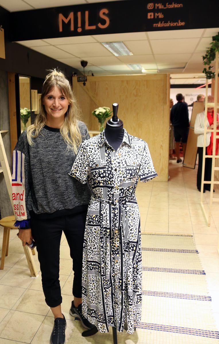 In de winkel Yasmin Klockaerts is er kledij te koop.