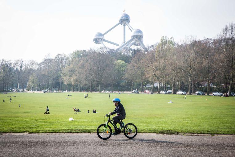 Het park in Laken. Beeld Bas Bogaerts