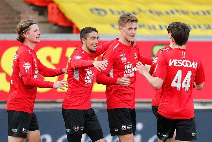 Het is nog twijfelachtig of Jelle Goselink vrijdagavond kan starten in de derby met FC Eindhoven. De van Almere City FC gehuurde spits heeft last van zijn knie.