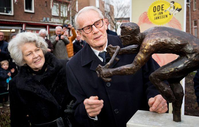 Onthulling bronzen standbeeld van wielerlegende Jan Janssen.