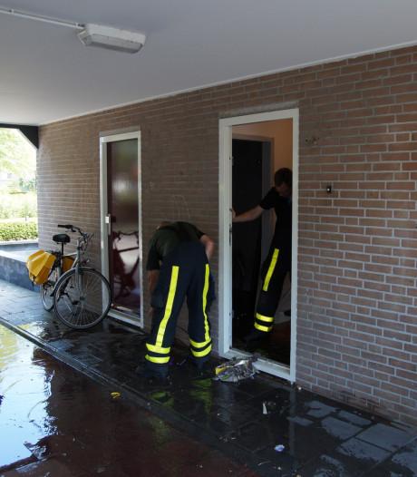 Woning onder water door gesprongen waterleiding in Kaatsheuvel