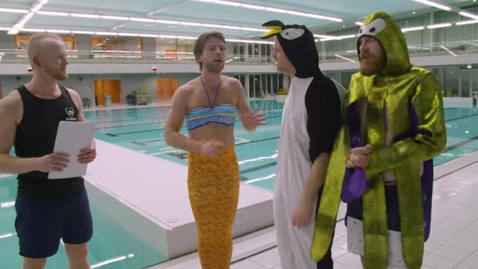 StukTV voert hun nieuwste opdracht uit in zwembad Aquarijn in Alphen.