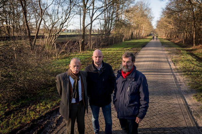 Bewoners van de Meijerinksberg en Schietbaanweg in Wierden voeren al geruime tijd actie tegen de verbreding van de N35 tussen Nijverdal en Wierden. Onder hen Theo Muller (rechts), die vindt dat Rijkswaterstaat veel te weinig heeft geluisterd naar de bezwaren uit de buurt.