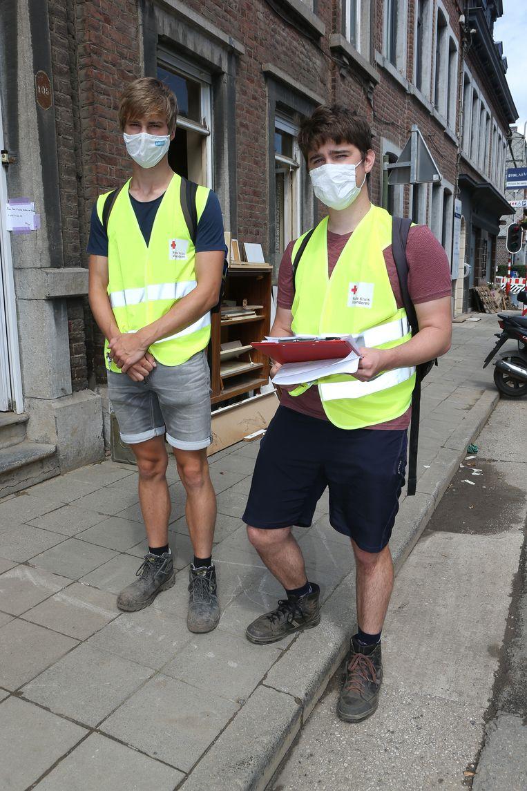 De broers Simon en Jeroen Gevens gingen rond met een vragenlijst. Beeld Photo News