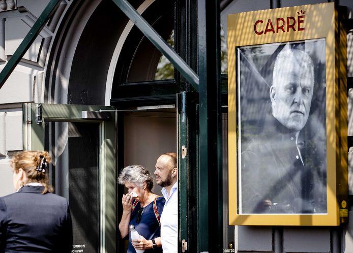 Publiek verlaat theater Carre tijdens het publieke afscheid van Peter R. de Vries afgelopen woensdag. De misdaadverslaggever overleed op 64-jarige leeftijd nadat hij in het centrum van Amsterdam werd neergeschoten. Foto ANP